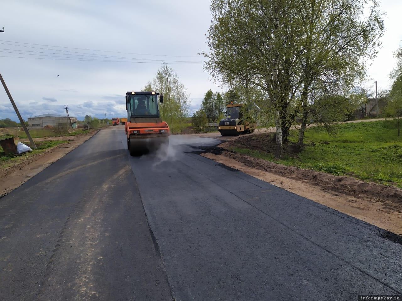 «Псковавтодор» завершил ремонт дороги Красные Горки – Бакач. Фото: из  соцсети «Вконтакте» группа «Говорят Дедовичи».