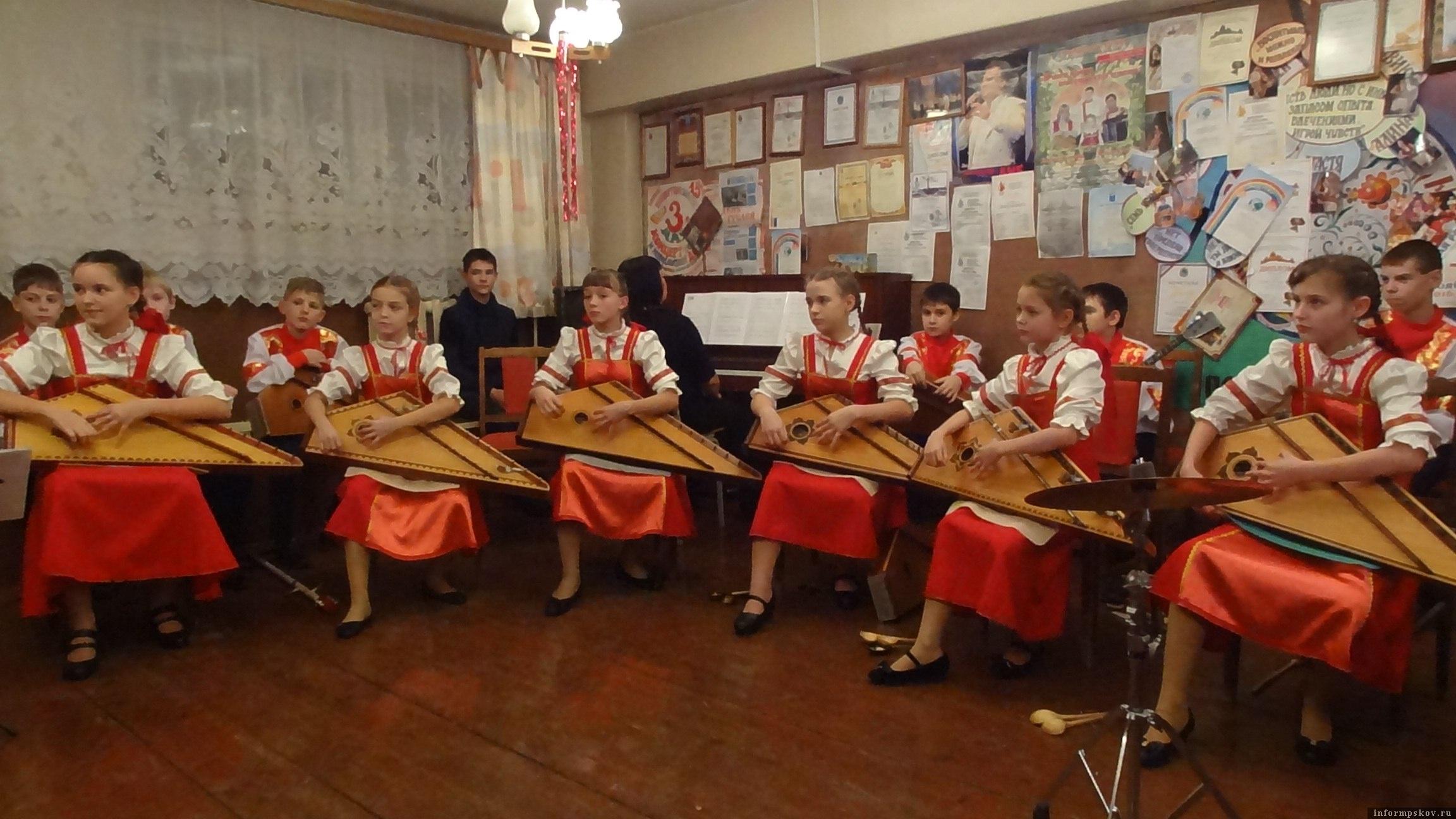 """Фото из группы """"ВКонтакте"""" """"Музыкальное наследие Псковщины. Гусли. Лель"""""""