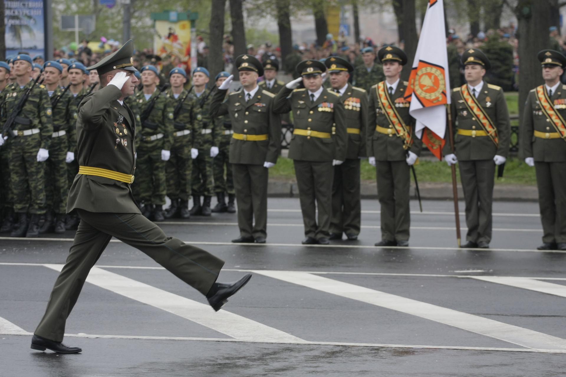Праздничные мероприятия в закрытом формате пройдут  на территории 76-ой гвардейской десантно-штурмовой дивизии в Пскове, на полигоне. Фото: Андрей Степанов.