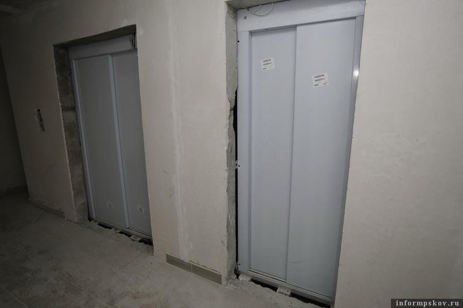 К 10 июня в доме завершат пусконаладку лифтов. Фото Андрея Степанова