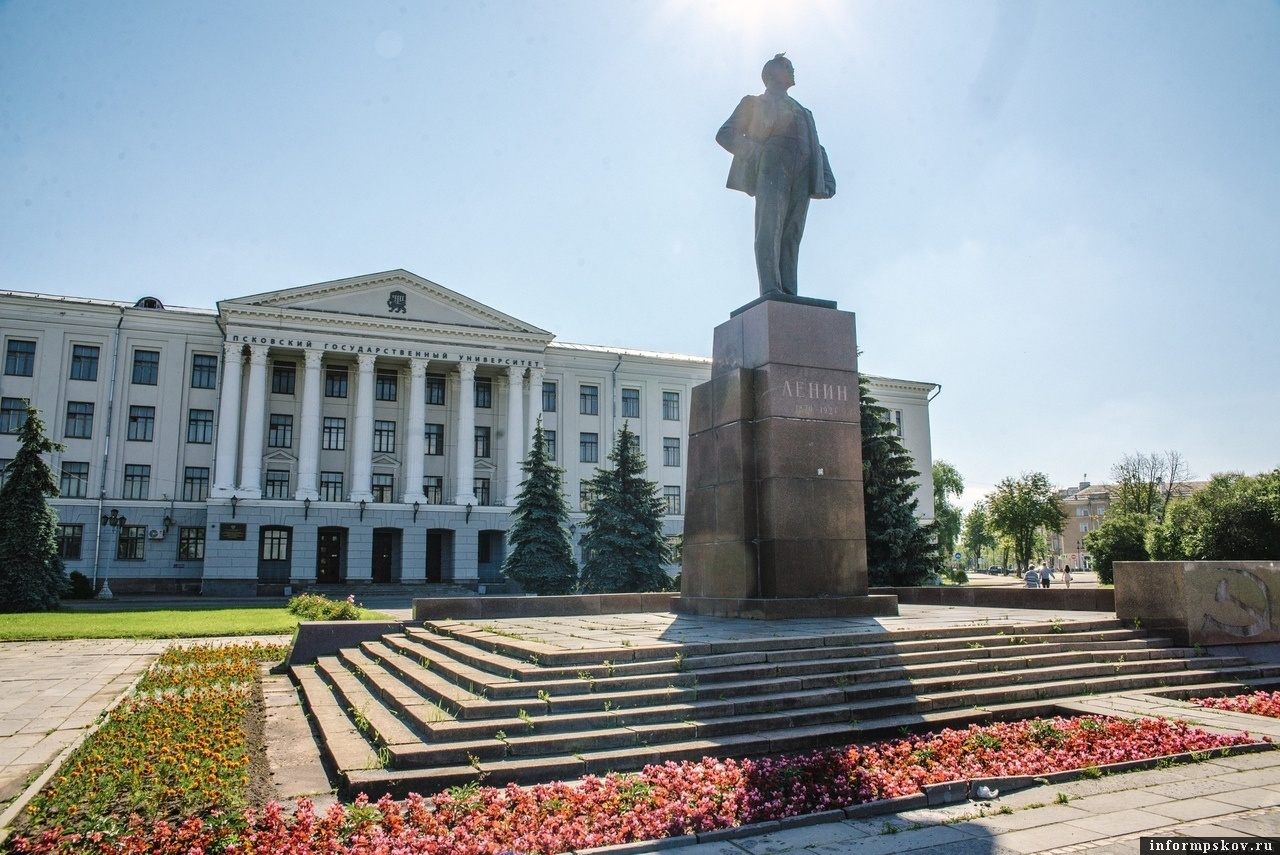 Площадь Ленина в Пскове. Фото Дарьи Хватковой