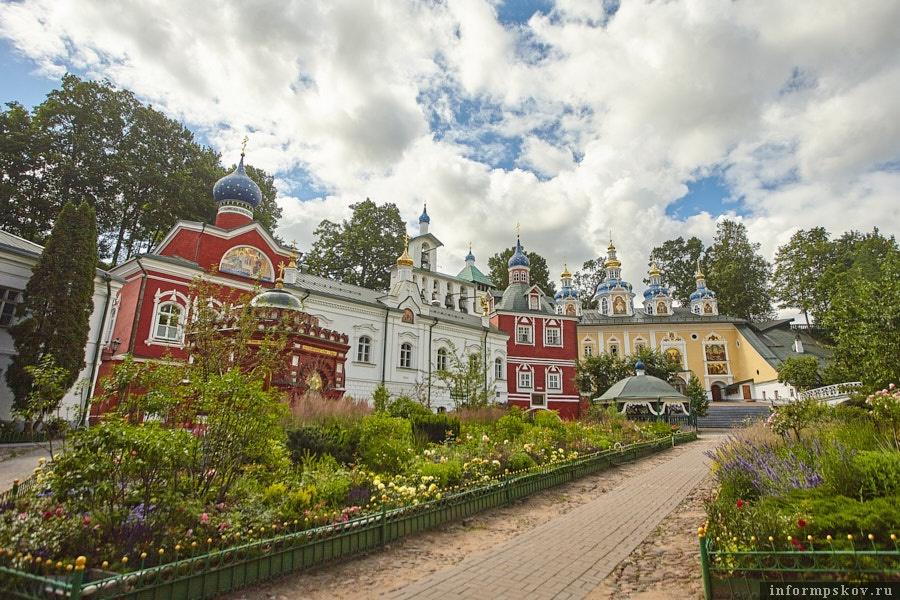 Псково-Печерский монастырь. Здесь и далее фото Дарьи Хватковой