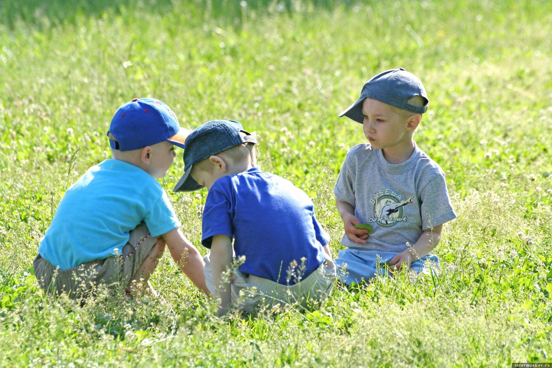 Детские пособия выплатят до 1 августа. Фото Андрея Степанова.