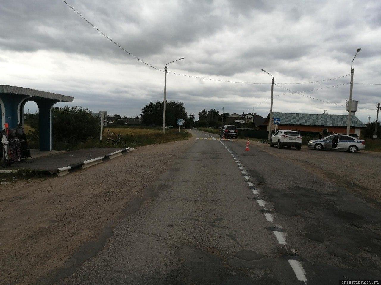 ДТП в Псковском районе. Фото пресс-службы УМВД России по Псковской области