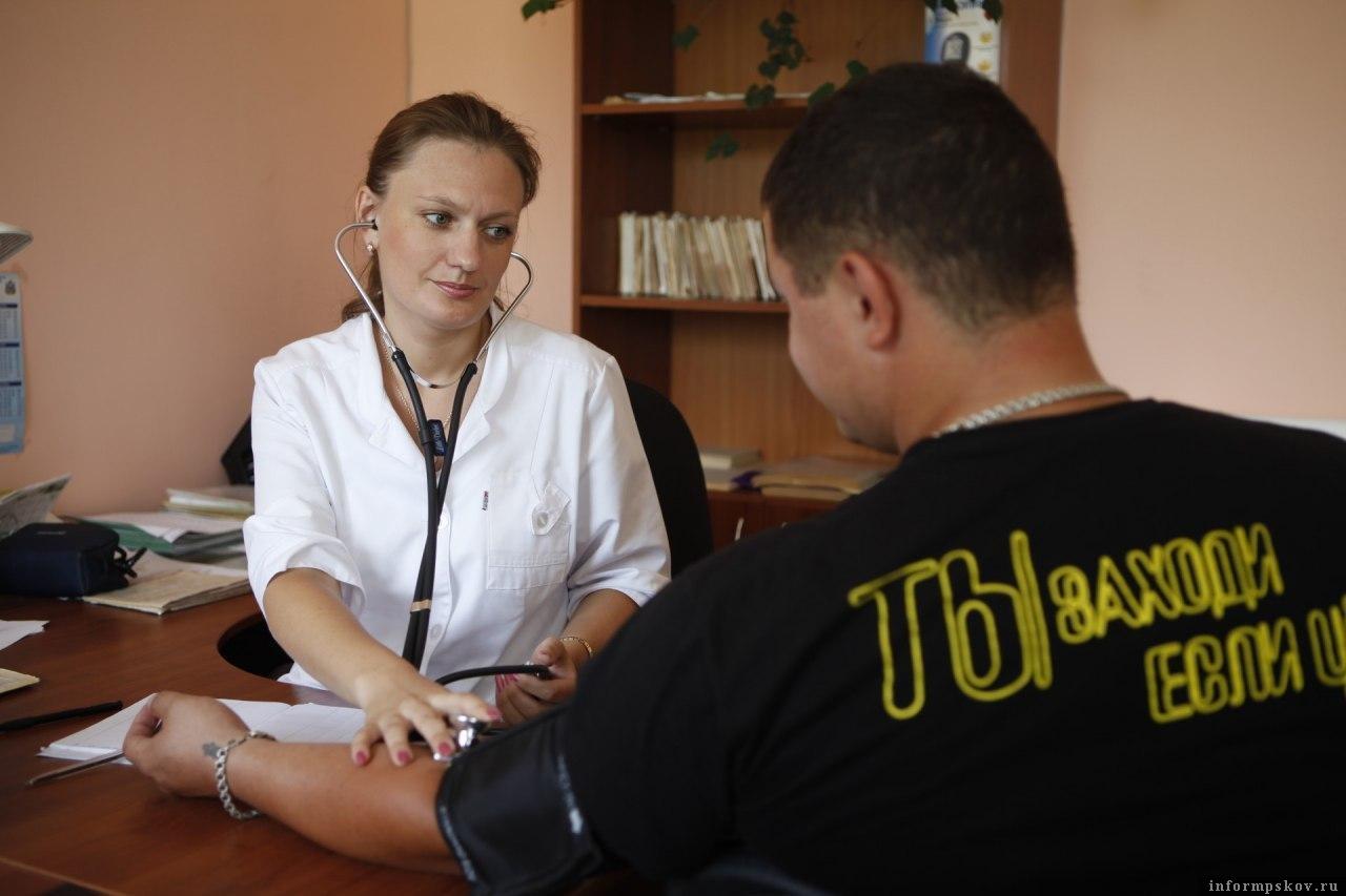Плановые медосмотры возобновили в Псковской области. Фото Дарья Хваткова.