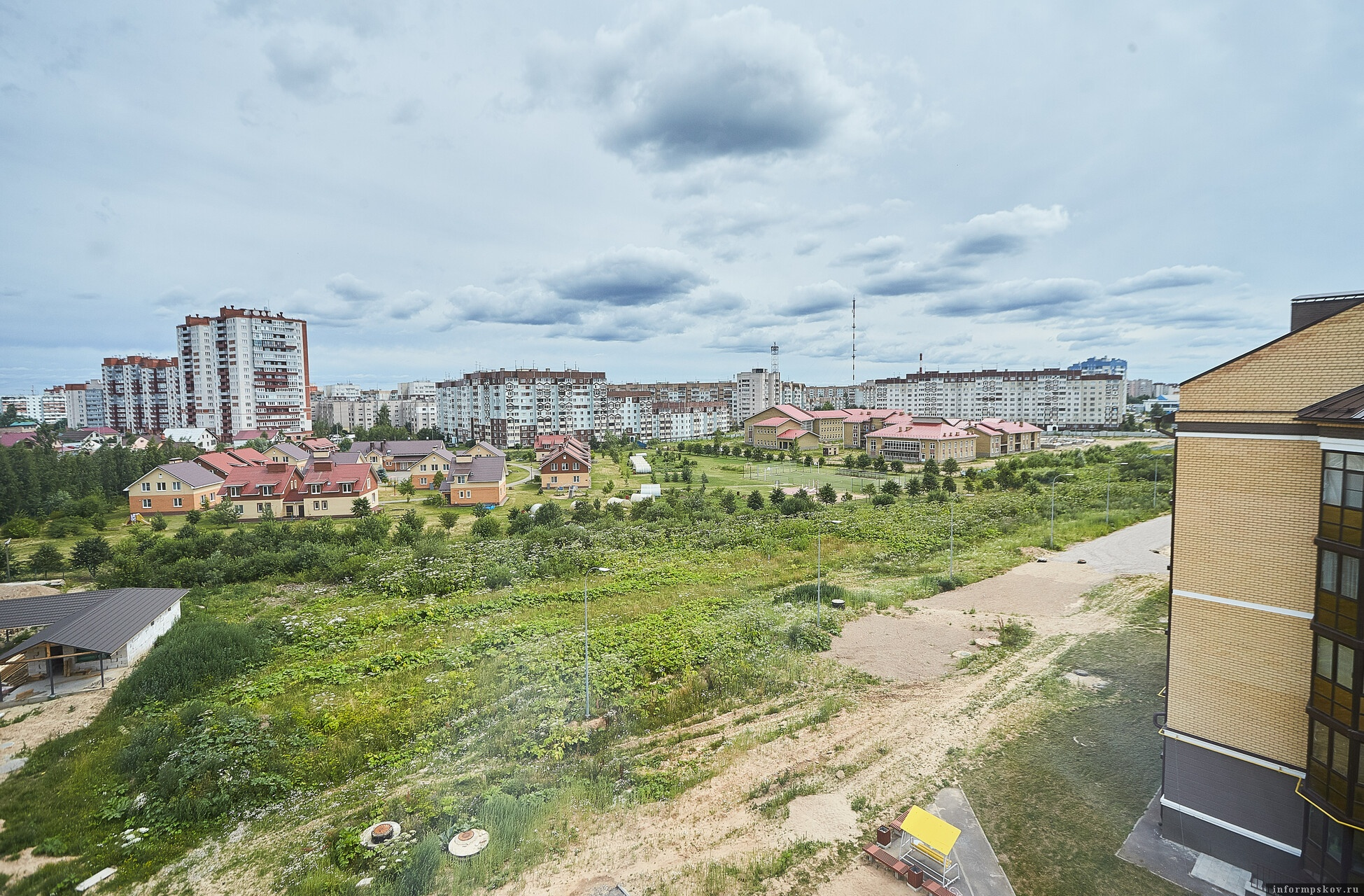 Парк появится на Дальнем Завеличье а Пскове. Фото Дарьи Хватковой.