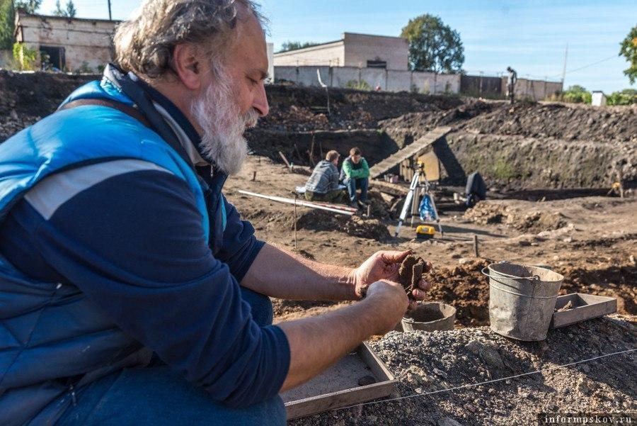 Псковских археологов поздравили с профессиональным праздником. Фото Дарья Хваткова.