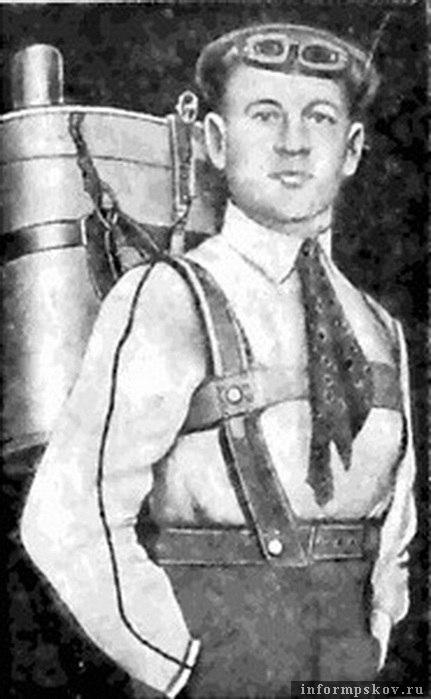 Глеб Котельников и его ранцевый парашют РК-1