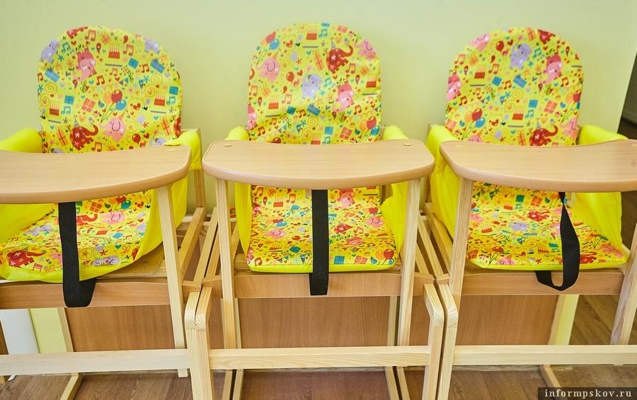 Стульчики для кормления малышей в яслях