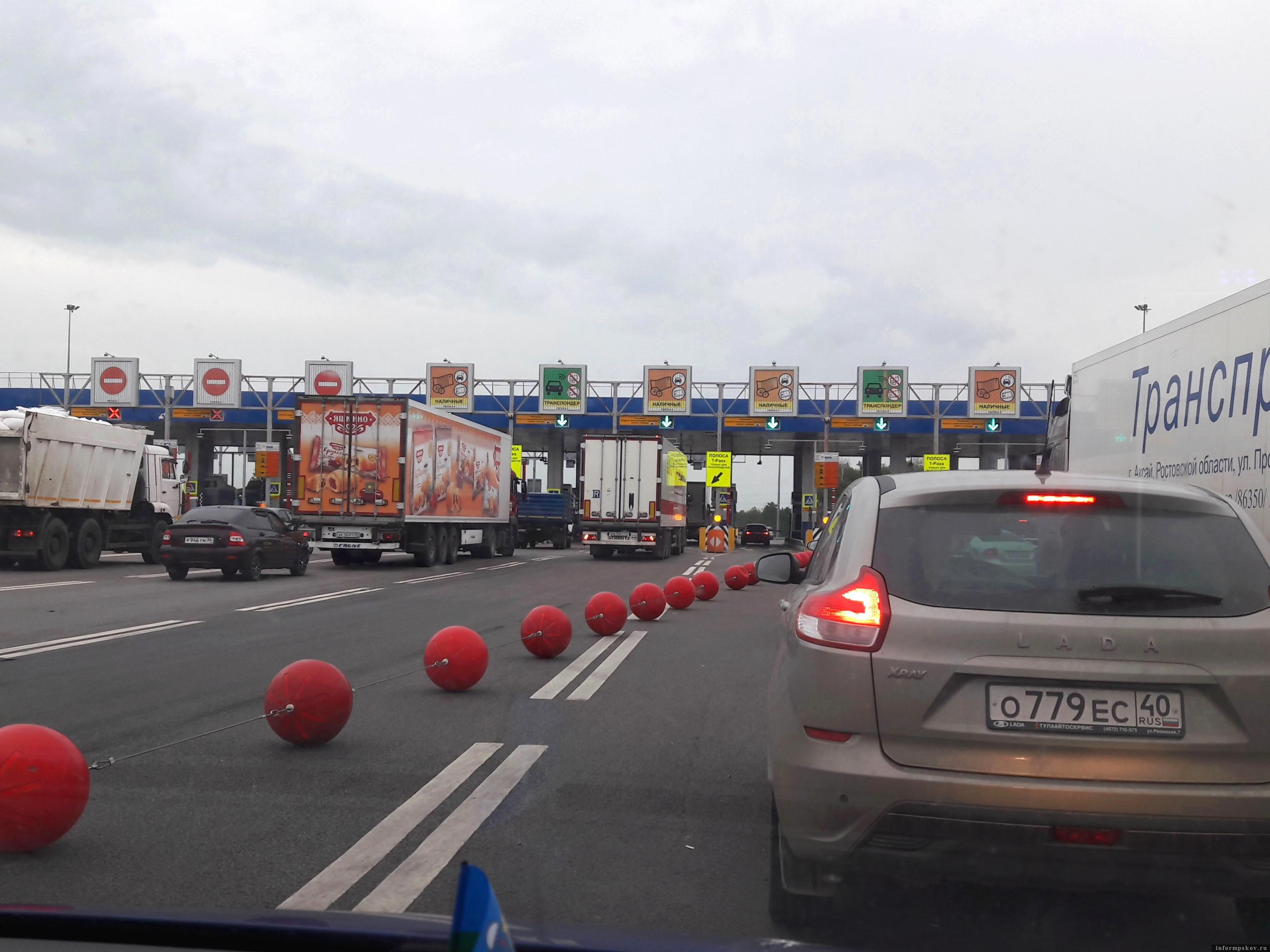 ПВП – пункт взимания платы. Платных участков на автомагистрали «Дон» с каждым годом все больше. За проезд от Ельца до Краснодара я заплатил 1300  руб. Фото автора.