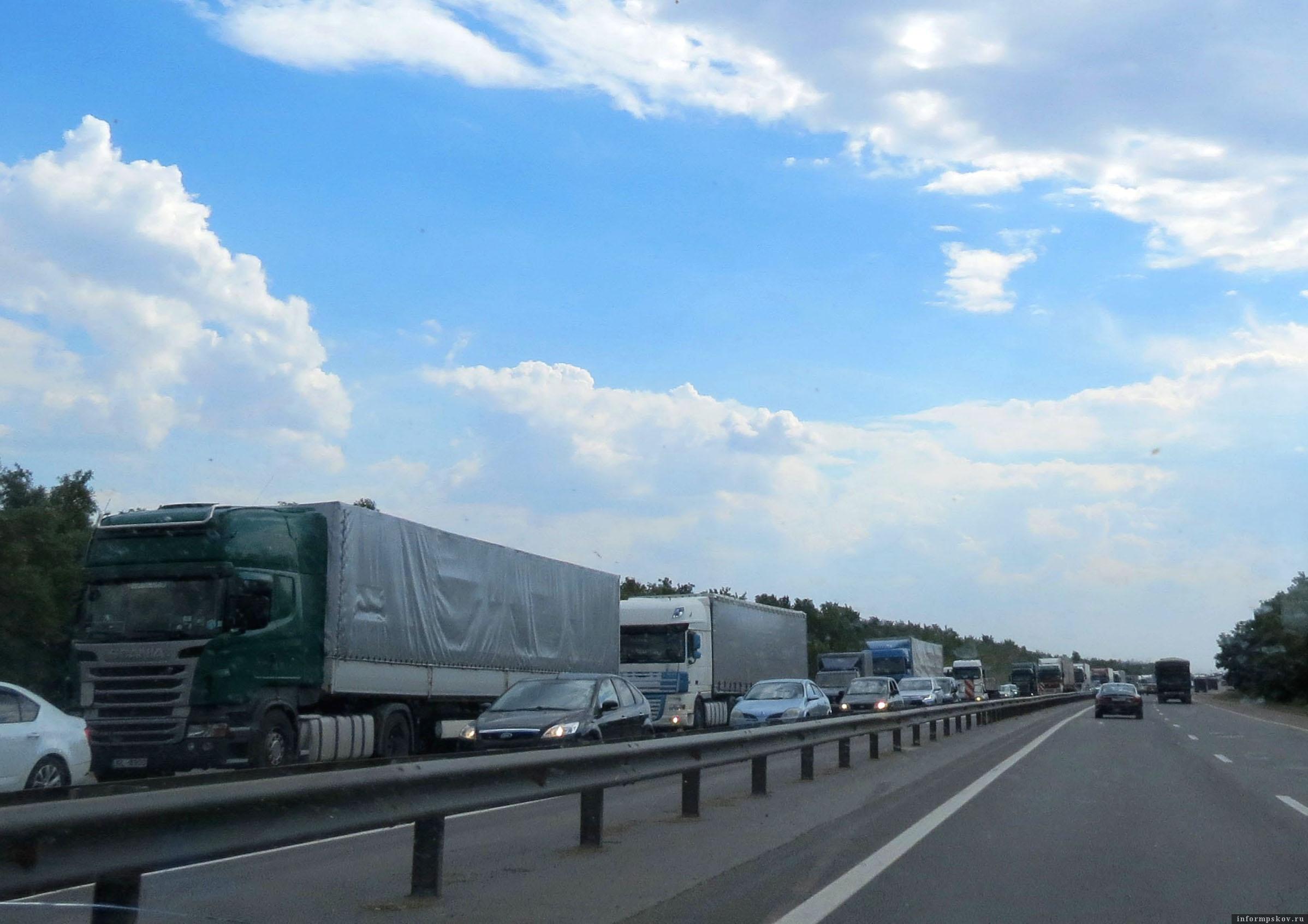 Повезло тем, кто двигался в этот день на юг, на север пробки были просто нескончаемые. Фото автора.