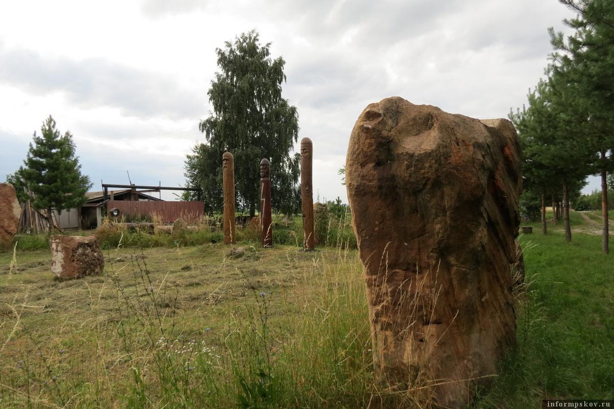 Фото из архива автора. Капище по окружности обнесено огромными камнями