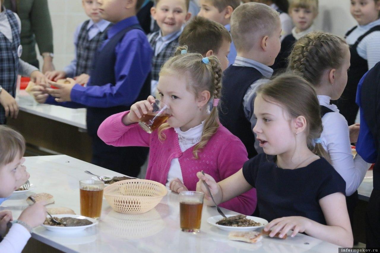 29 тысяч школьников начальной школы псковской области питаются бесплатно. Фото ПАИ.