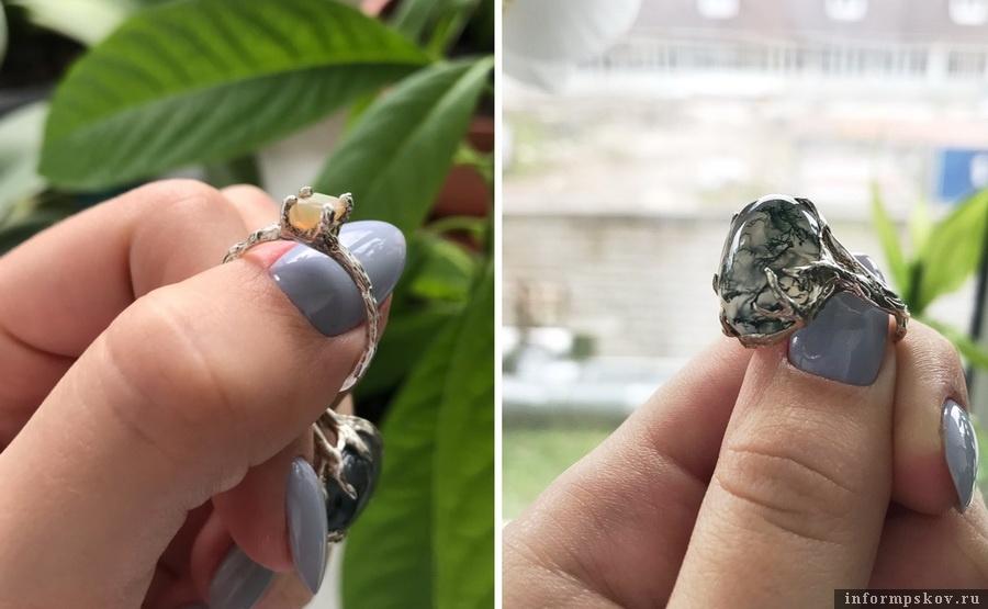 Любимые украшения Дарьи - серебрянные кольца с моховым агатом и кусочком необработанного опала