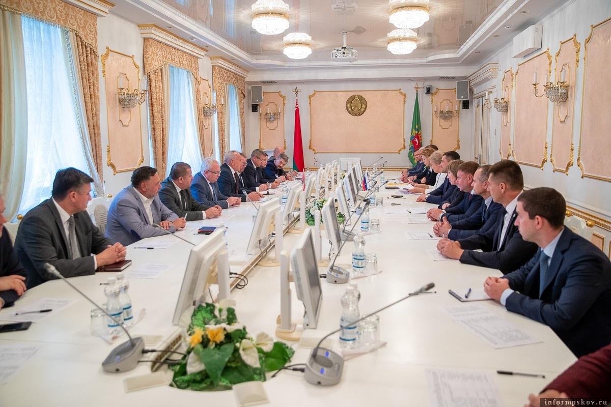 Итоги первого дня  визита псковской делегации в Беларусь подвели на совещании. Фото пресс-служба АПО.