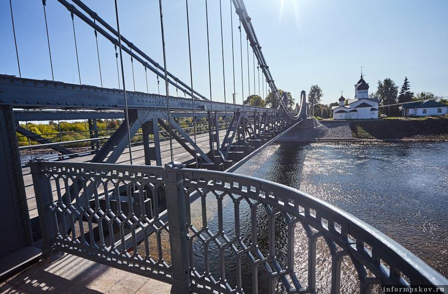 Фрагменты чугунной ограды моста пришлось восстанавливать заново