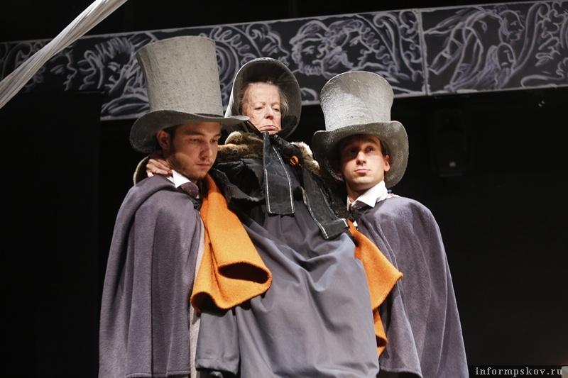 Сцена из спектакля Юрия Печенежского в Псковском театре драмы «Пиковая дама»