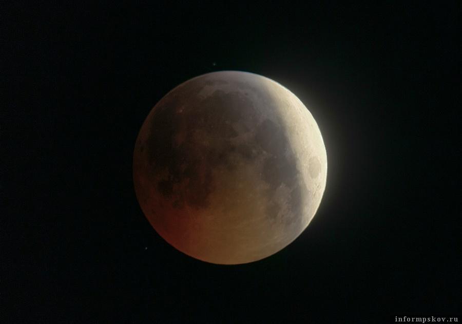 Лунное затмение. Фото Петра Митрофанова