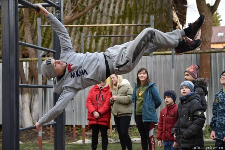 Воркаут-площадку открыли на территории «Зубра» в Пскове