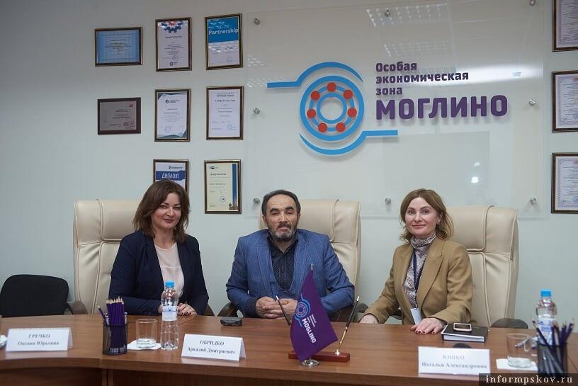 Подписание соглашения о намерениях между руководством ОЭЗ «Моглино» и инвестором. Фото пресс-службы АПО.