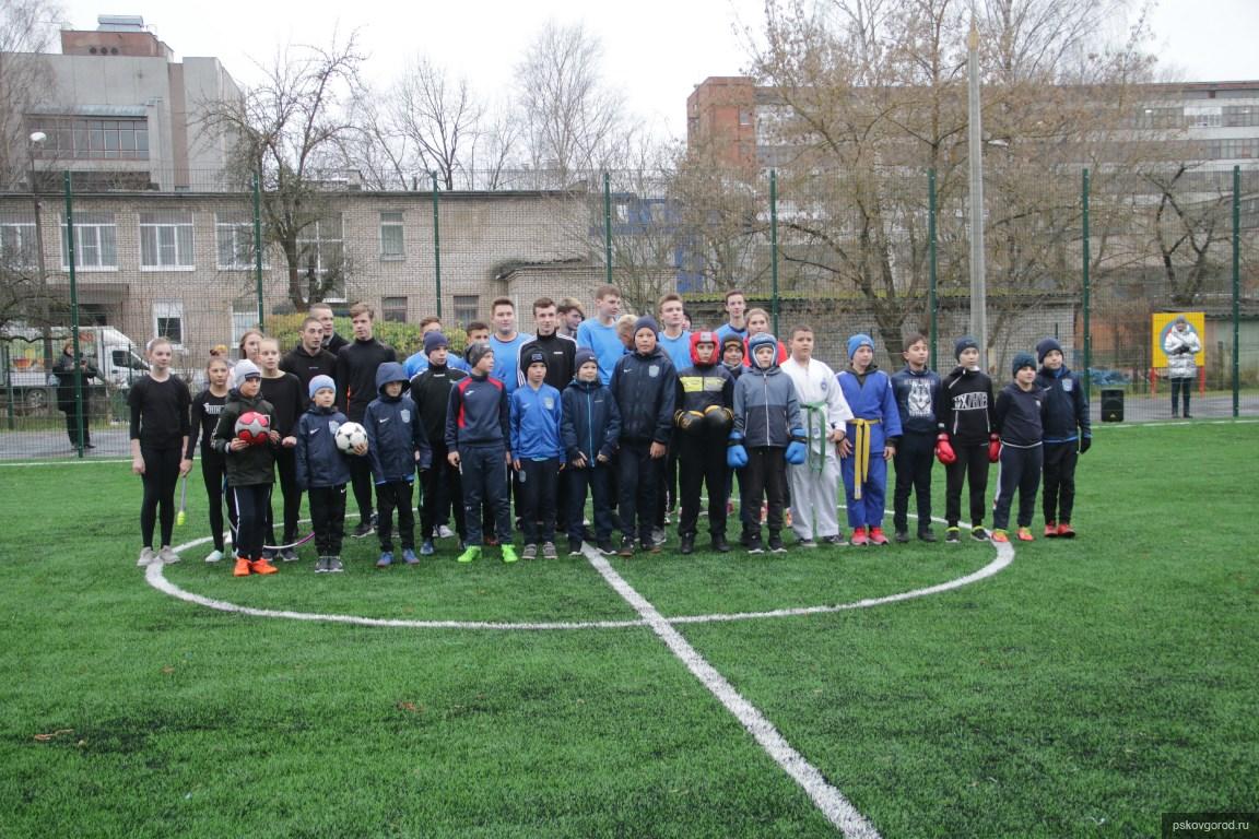 Строительство спортплощадки у школы №47 в Пскове профинансировала компания «Леруа Мерлен»