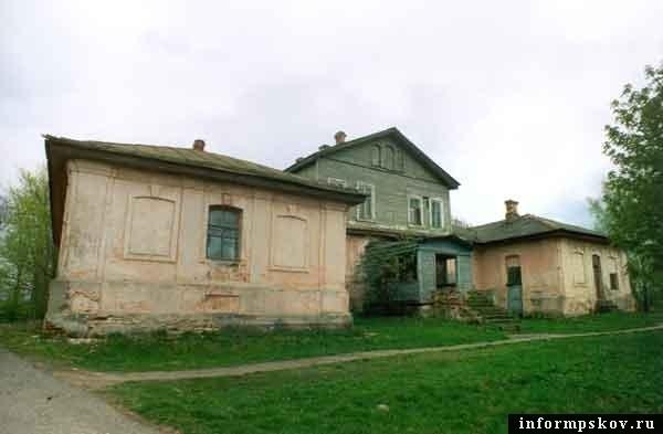 На фото: вид усадебного дома со двора (фото с narod.ru)