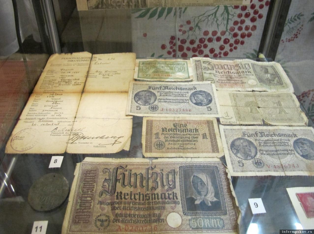 Немецкие рейхсмарки. Экспонат Изборского музея