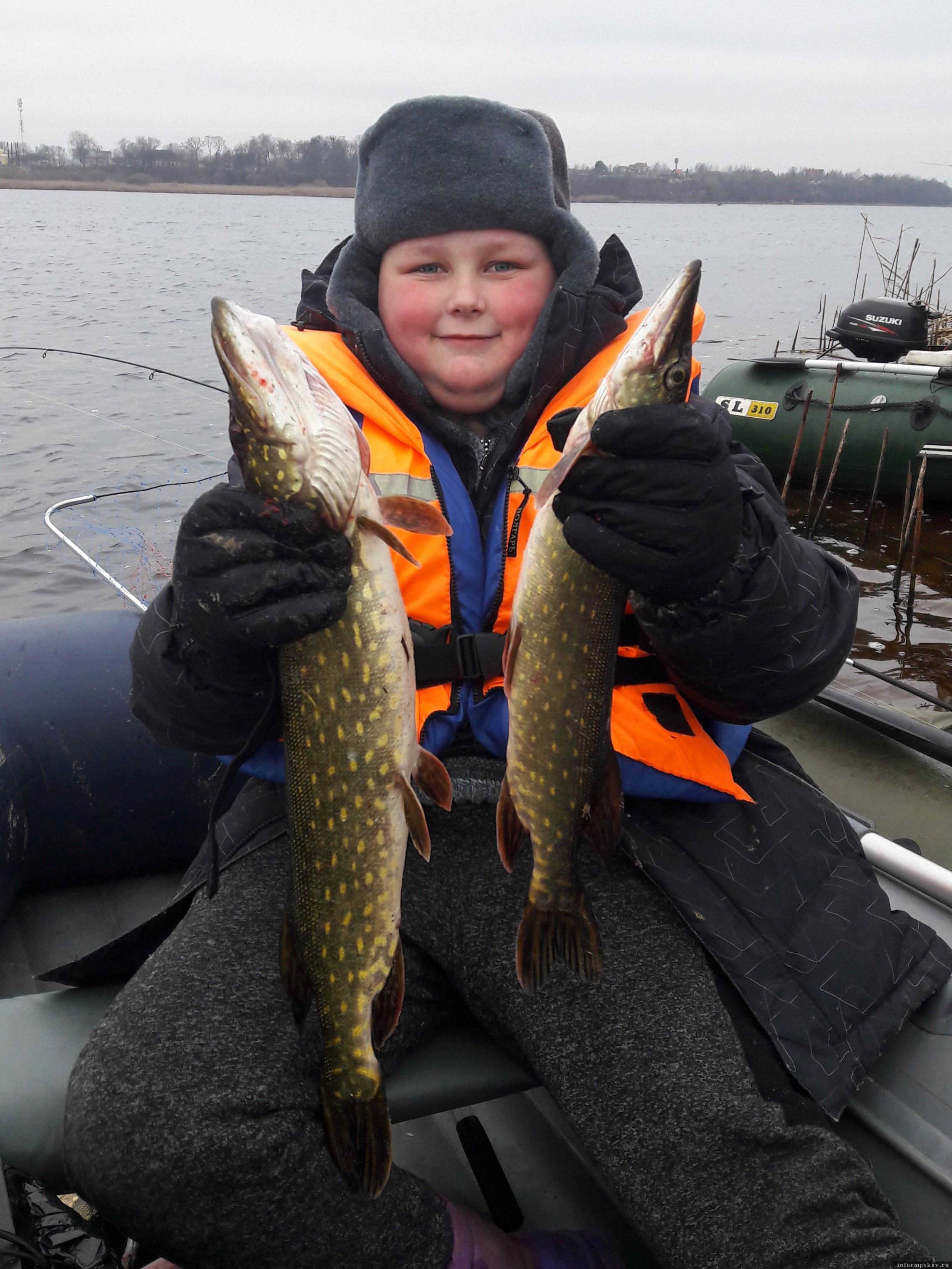 Юный рыбак. Фото автора.