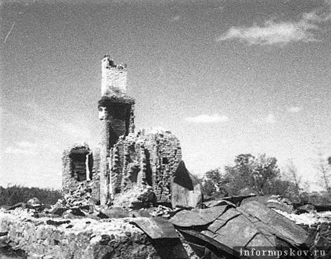 Михайловское. Разрушенный дом Пушкина. 1944 год. Неизвестный фотограф.