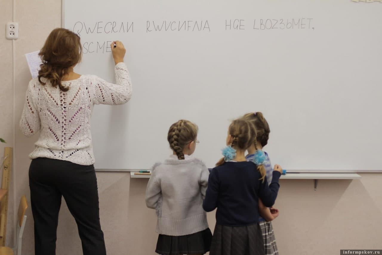 Работа для девушки с педагогическим образованием моя жена веб модель