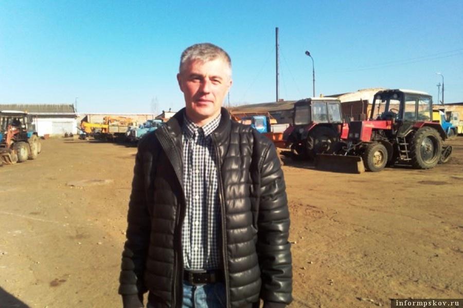 Директор «Спецавтохозяйства» Алексей Петров. Теперь уже бывший. Фото luki.ru