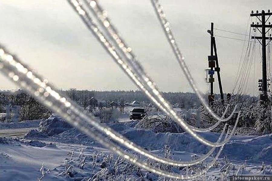 Опасность ледяного дождя и обрыва линий электропередач сохраняется. Фото  телеграм-канал  Россети Северо-Запад