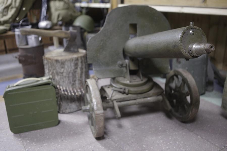 Вес станкового пулемета «Максим»- 64 кг, калибр 7,62, расчет – 5 человек, скорострельность – 666 выстрелов в минуту.