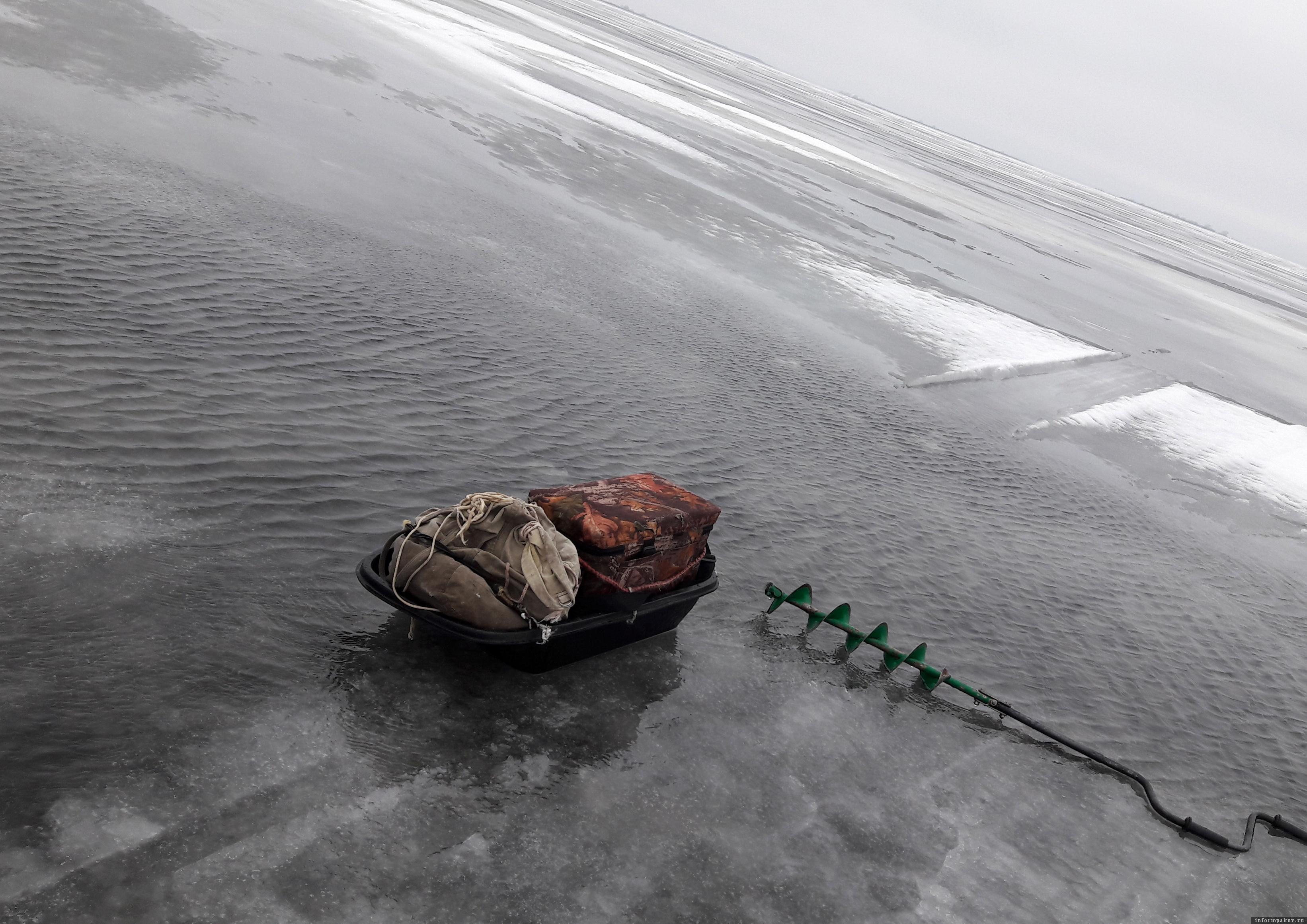 Псковское озеро. Воды больше, чем льда. Фото автора.