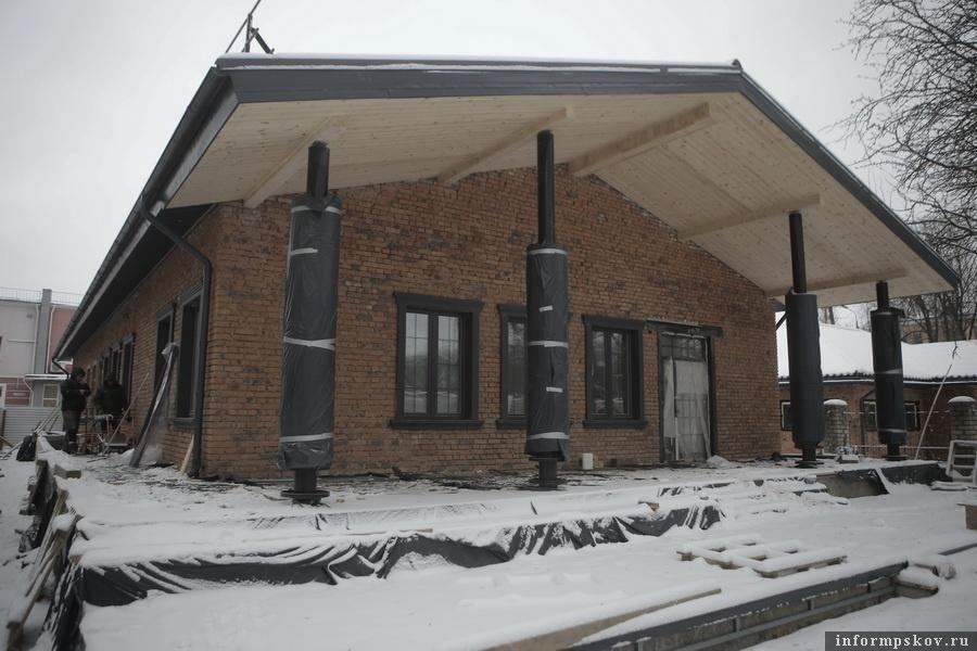 Так основное здание выглядит в процессе строительных работ. Здесь и далее фото Андрея Степанова