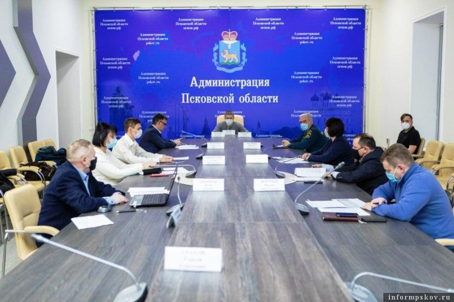 Для стабилизации ситуации с подачей электроэнергии необходимо около суток. Фото администрации Псковской области