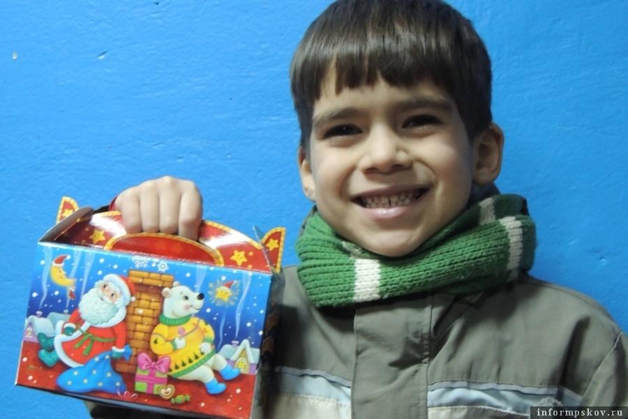 Каждый ребёнок стал чуточку счастливее и поверил в сказку.  Фото Псковского детского фонда