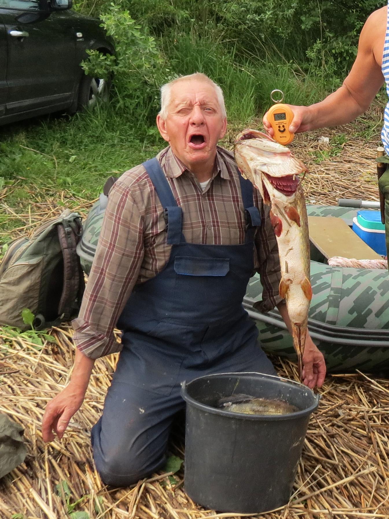 Сергей Николаевич Мясников – наш самый старший рыболов. Счастливее его 16 июня 2020 года не было никого на свете. И в 73 года он продолжает заниматься спортивным ориентированием и выполняет норматив кандидата в мастера спорта. Фото автора.