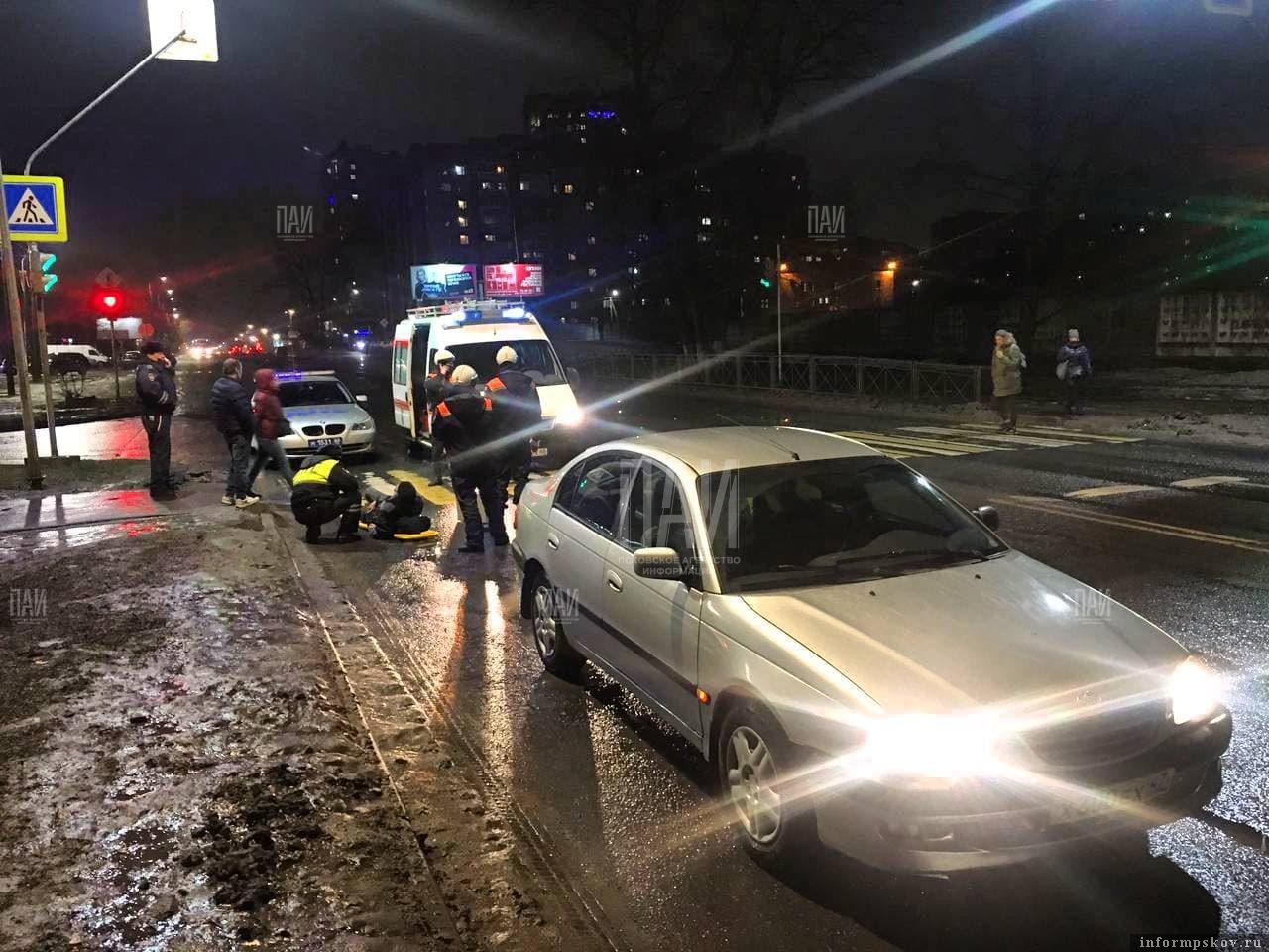 На Рижской неожиданно упал пешеход. Фото ПАИ