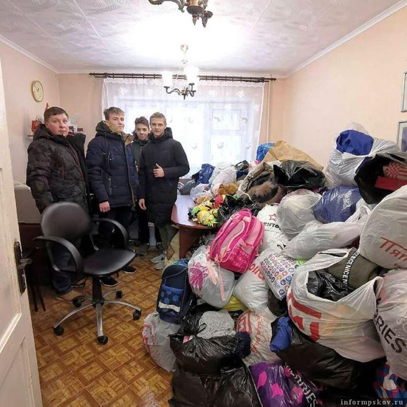 Склад и кабинеты заполнились вещами. Фото Псковского Детского фонда