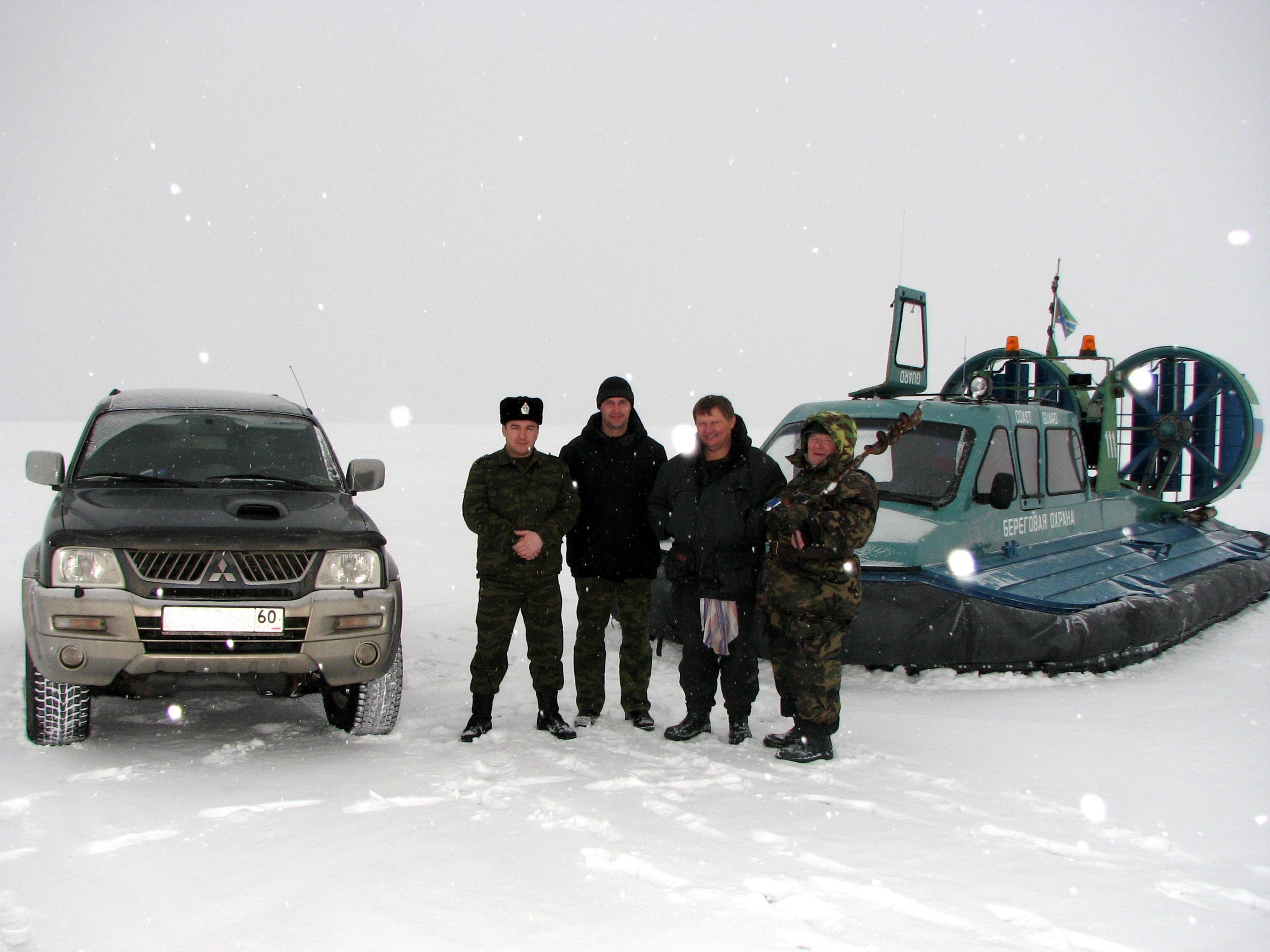 Выезд на лёд Псковского, Тёплого и Чудского озёр пограничники строго пресекают. Фото автора.