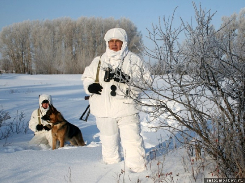 Псковские пограничники охраняя западные рубежи нашей Родины, строго следят и за нарушителями-браконьерами, как на земле, так и на воде. Фото предоставлено  автором.