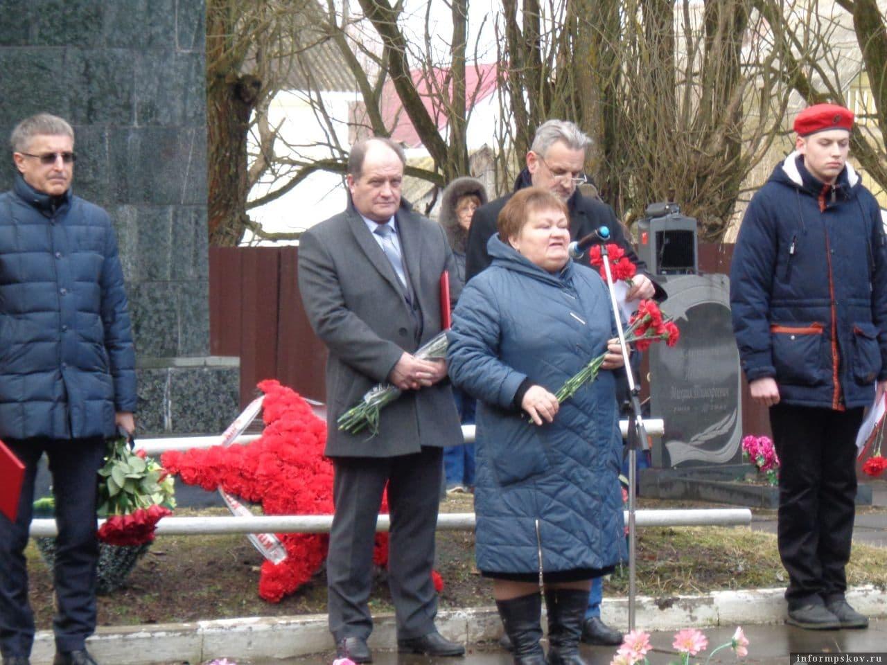 Глава Локнянского района поздравила земляков с памятной датой.  Фото газеты «Восход»