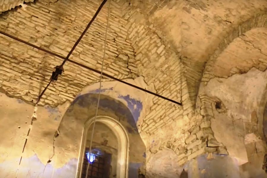 Гремяцкий мужской монастырь. Был построен на посаде, на высокой скале над рекой Псковой. Фото скан с видео