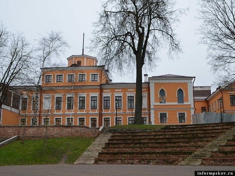 Для введения в эксплуатацию Дома губернатора в Пскове требуются археологические изыскания