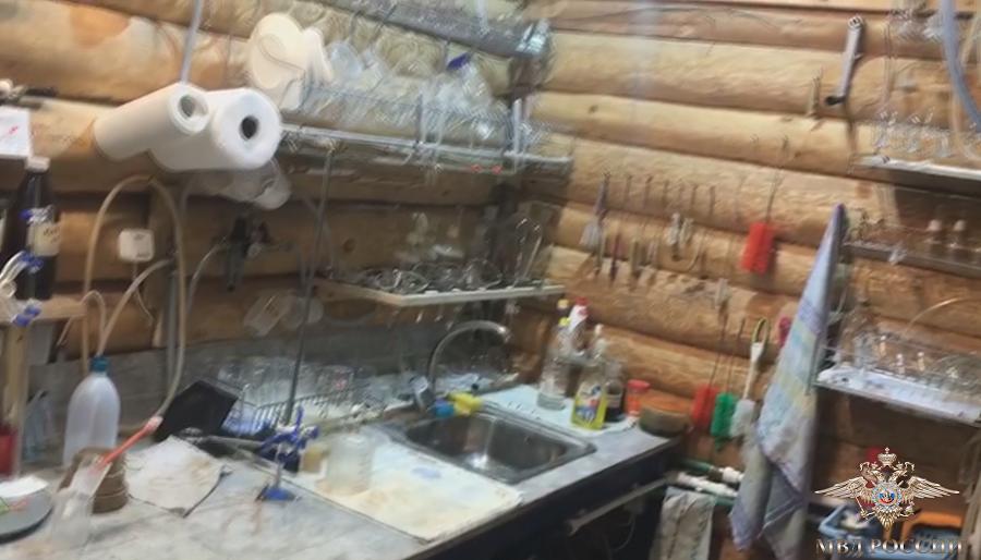 Единственную в мире лабораторию по производству природного кокаина выявили в Псковской области