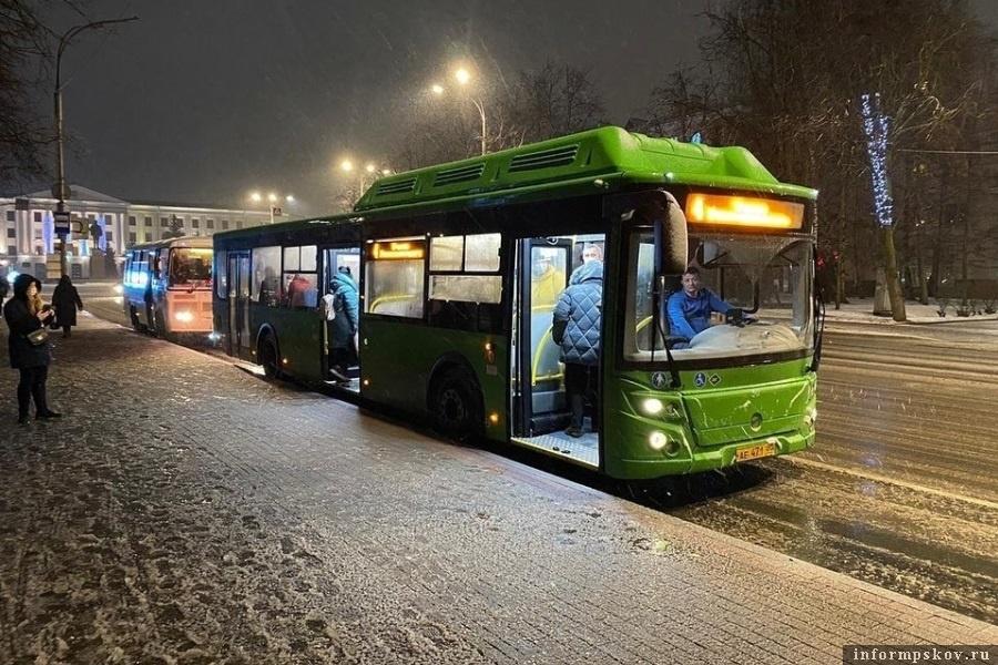 Поменяется расписание маршруток на выходные. Фото pravdapskov.ru