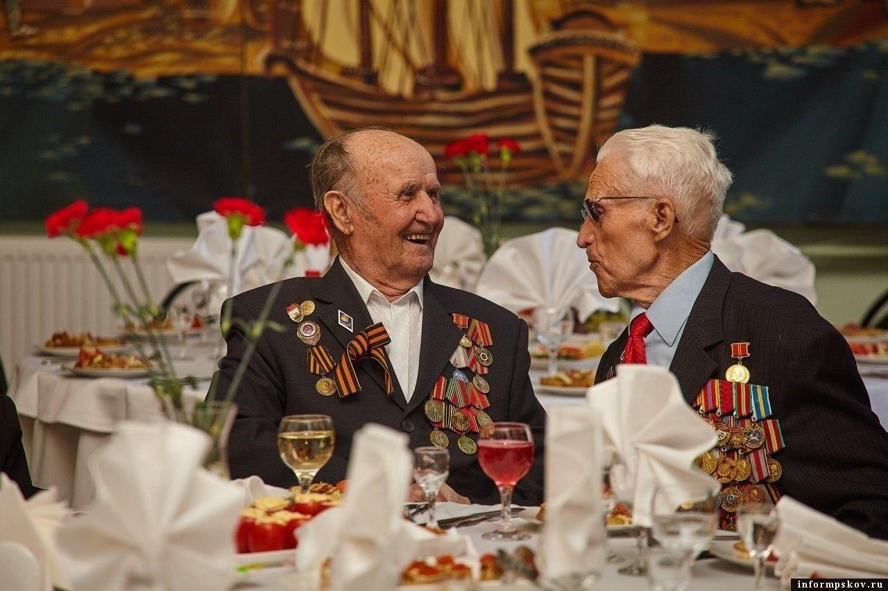 По пять тысяч рублей получат псковские ветераны к Дню Победы