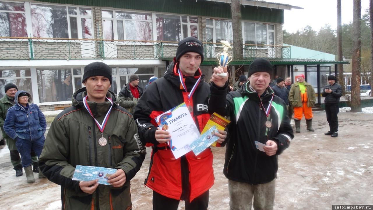 Рыболовы-спортсмены из Пскова не остались без медалей. На этот раз ими завоёвана «бронза». Фото предоставлены Федерацией рыбного спорта Псковской области.