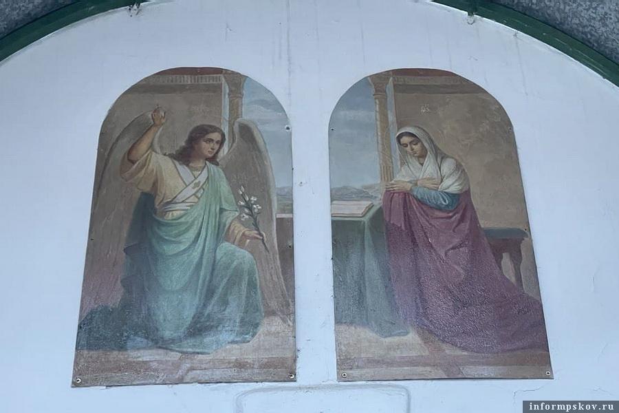 Икона над входом в Благовещенский храм